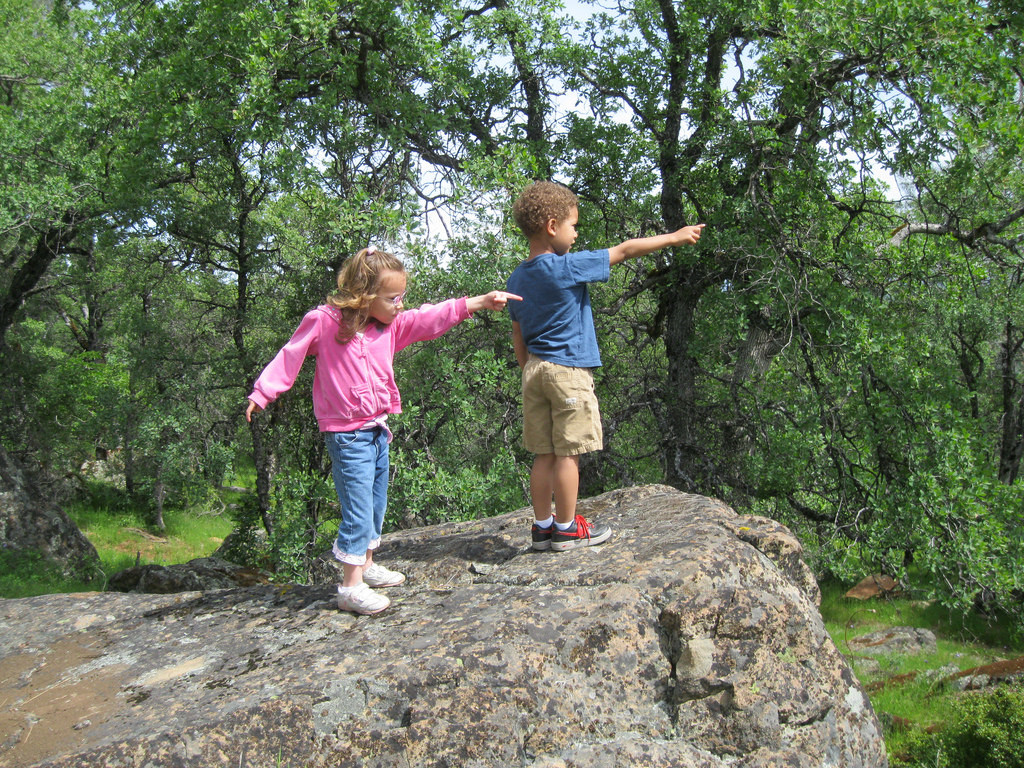 kids-pointing-on-rock